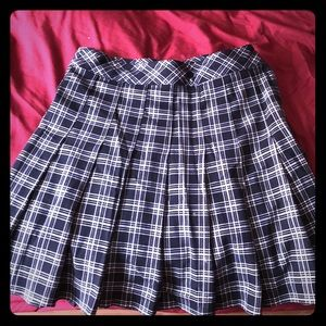 H&M Navy blue plaid pleated skirt (used)